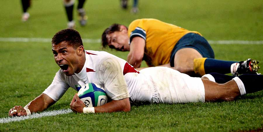England's Jason Robinson dives in for his side's try