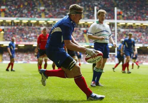 Imanol Harinordoquy scores against Wales