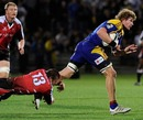 Walter Venter clings to Adam Thomson