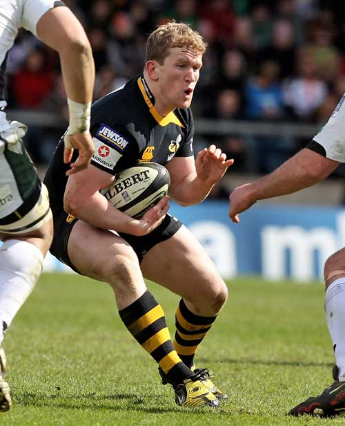 Wasps' Tom Rees stretches the London Irish defence