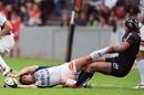 Thierry Dusautoir tackles Alexandre Albouy