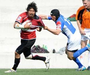 Japan's Kosuke Endo stretches the Korea defence, Korea v Japan, Asian Five Nations, Kyungsang, Korea, May 1, 2010