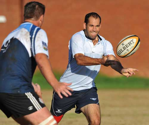 The Bulls' Fourie du Preez passes the ball in training