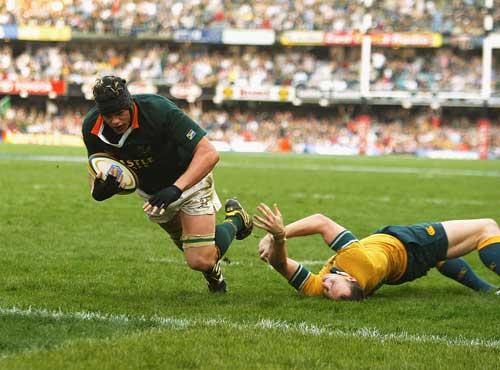 Joe van Niekerk dives in to score