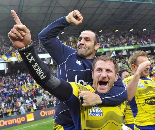 Clermont's Mario Ledesma and Elvis Vermeulen celebrate beating Toulon