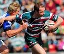 Leicester's Geordan Murphy evades Bath's Michael Claassens