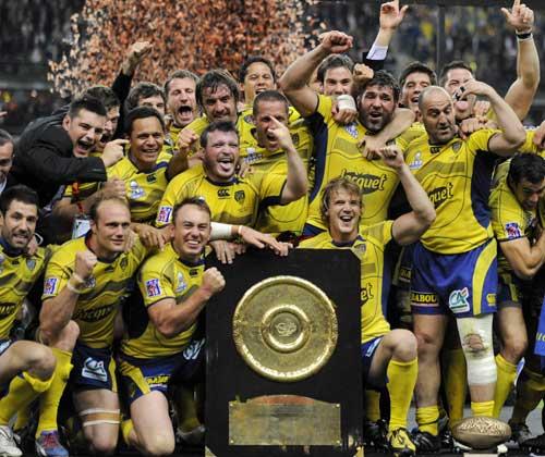 Clermont Auvergne celebrate with the Bouclier de Brennus