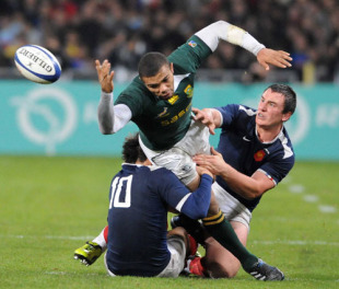 Francois Trinh-Duc and Maxime Mermoz tackle Bryan Habana during the match between France and South Africa at Toulouse Stadium, November 13, 2009