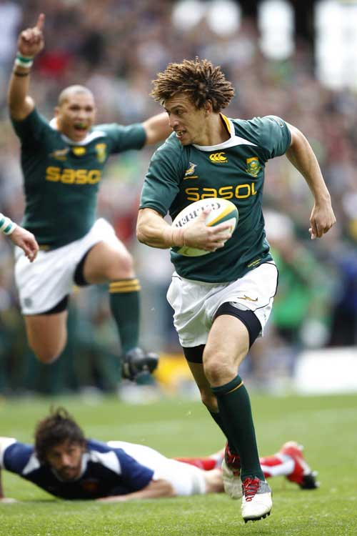 South Africa's Zane Kirchner races away from the French defence