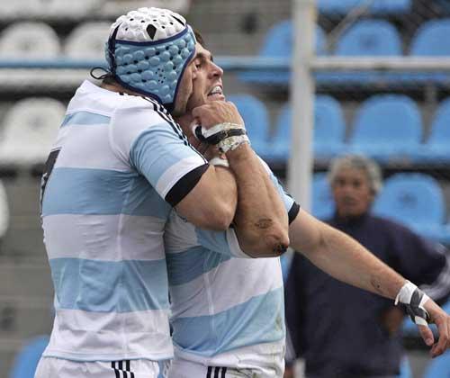 Argentina's Juan Manuel Leguizamon congratulates Gonzalo Tiesi on a try