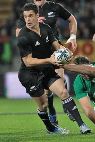 New Zealand's Dan Carter spots a gap in the Ireland defence, New Zealand v Ireland, Yarrow Stadium, New Plymouth, New Zealand, June 12, 2010