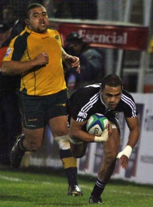 New Zealand's Telusa Veainu scores a try