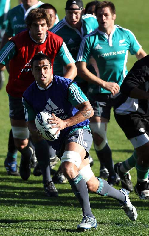 All Blacks No.8 Liam Messam looks for support during training