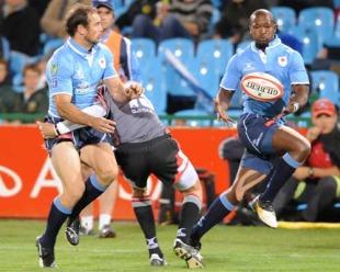 Jaco van der Westhyzen unleashes the flying John Mamesta, Blue Bulls v Pumas, Currie Cup, at Loftus Versfeld Stadium, Pretoria, South Africa, July 09, 2010