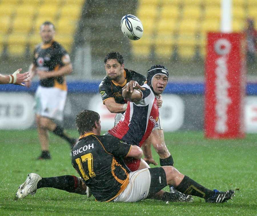Tasman's Tasi Luafutu flings an offload