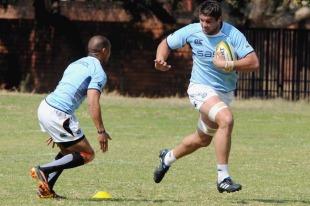Springbok lock Flip van der Merwe takes on Gio Aplon during training