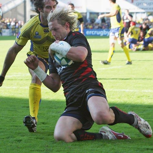 Sale's Rudi Keil scores against Clermont Auvergne