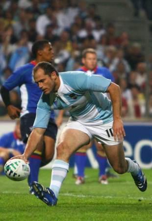 Felipe Contepomi scores Agentina's fourth try against Namibia, Argentina v Namibia, World Cup, Stade Velodrome, September 22 2007.