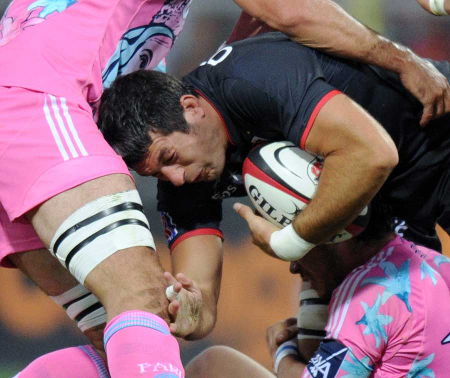 Toulouse flanker Jean Bouilhou takes the attack to Stade Francais