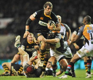 Wasps' Simon Shaw takes the attack to Harlequins, Harlequins v London Wasps, Guinness Premiership, Twickenham, England, December 27, 2010