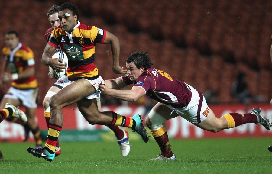 Waikato's Save Tokula breaks away from John Hardie