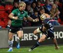 Glasgow's Max Evans loses his balance