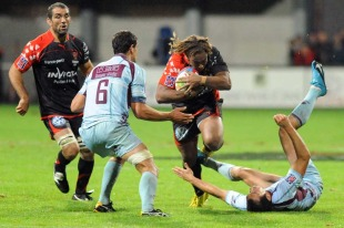 Toulon centre Gabirieli Lovobalavu attacks a gap