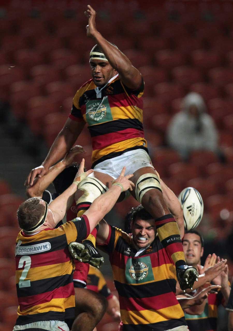 Waikato's Dominiko Waqaniburotu  loses a lineout