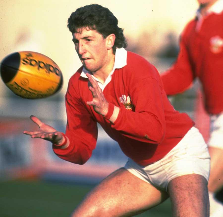 Wales' Jonathan Davies accepts a pass