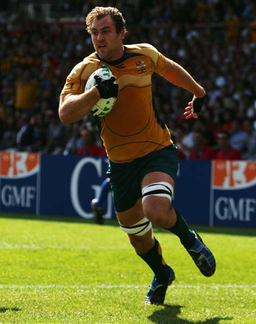 Rocky Elsom runs in to score agaisnt Japan