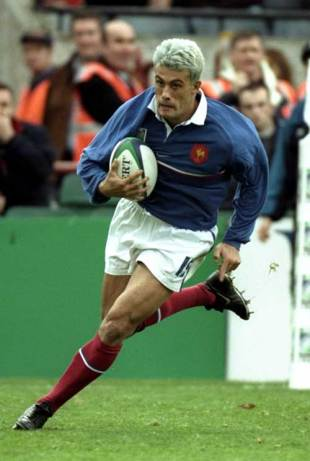 Xavier Garbajosa runs in to open the scoring for France, France v Argentina, World Cup, Lansdowne Road, October 24 1999