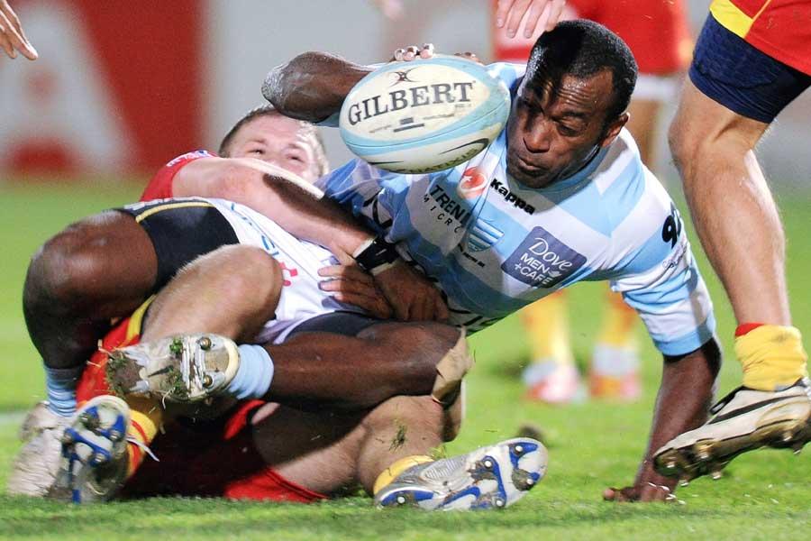 Sireli Bobo desperately stretches for the line