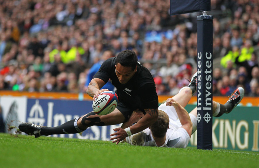 Hosea Gear touches down for the All Blacks