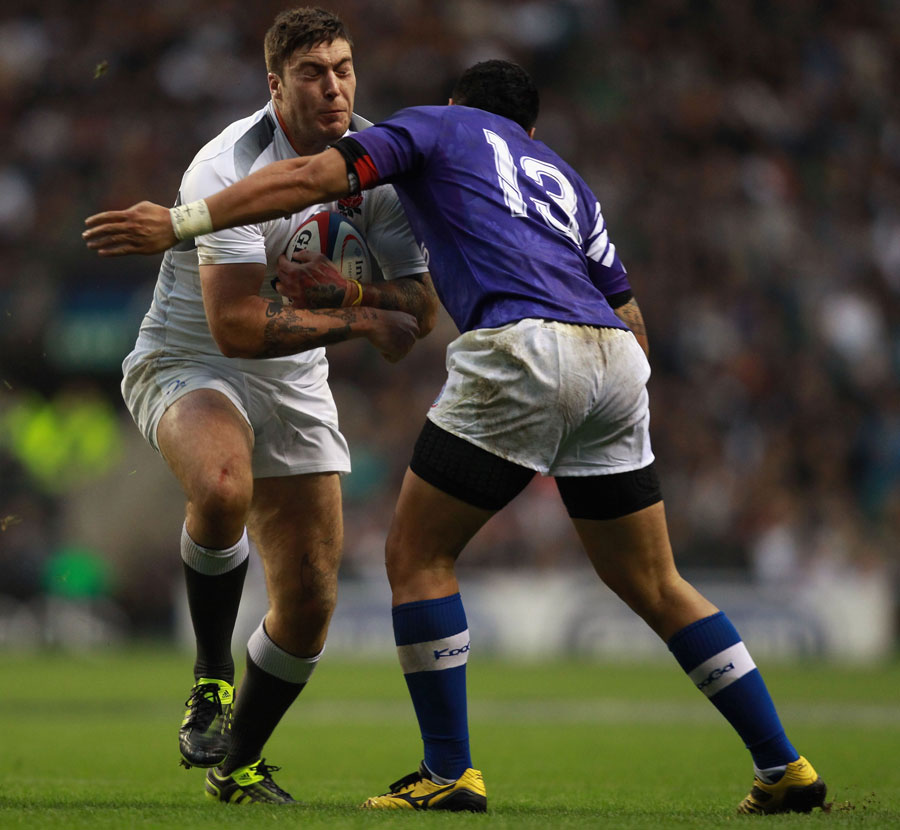 England's Matt Banahan is tackled by George Pisi