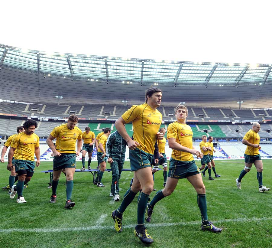 The Wallabies brave the cold for a team photo