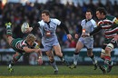 Jimmy Gopperth attempts an ambitious offload