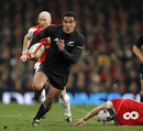 New Zealand fullback Mils Muliaina races away to score
