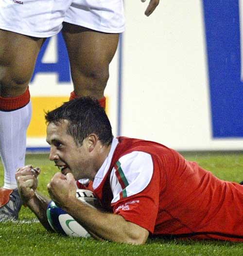 Gareth Cooper celebrates a try