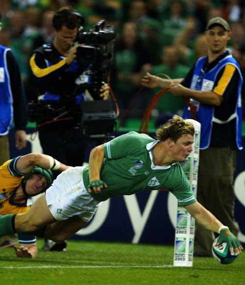 Brian O'Driscoll scores in the corner
