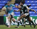 Toulon's Joe van Niekerk struggles to get clear from Chris Hala'ufia