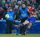 Perpignan fly-half Julien Laharrague lands a penalty