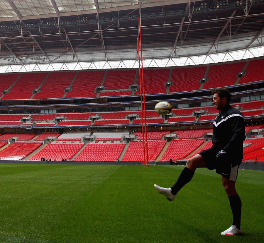 Saracens' Gavin Henson shows off his footballing skills at Wembley, Saracens training session, Wembley Stadium, London, England, December 20, 2010