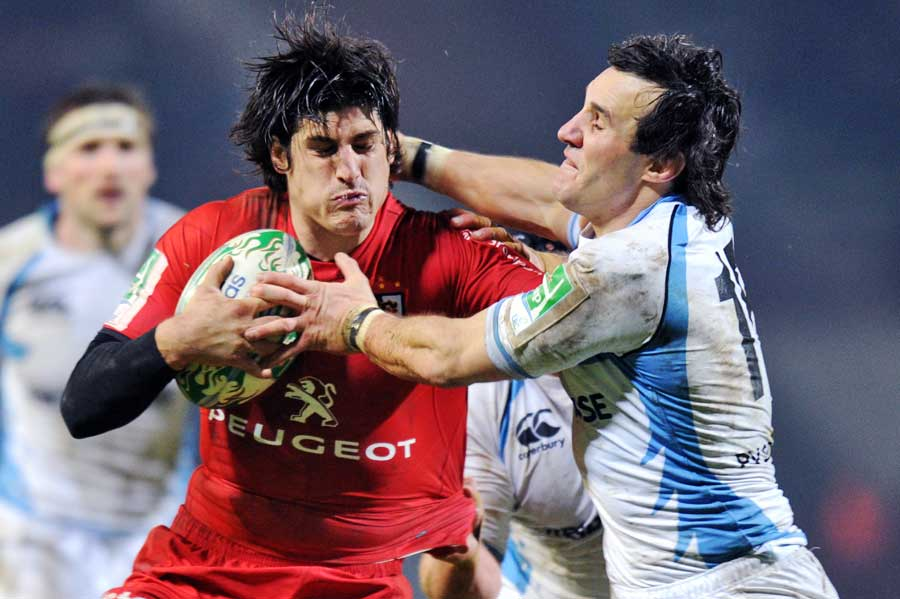 Toulouse's David Skrela fends off Glasgow's Bernardo Stortoni