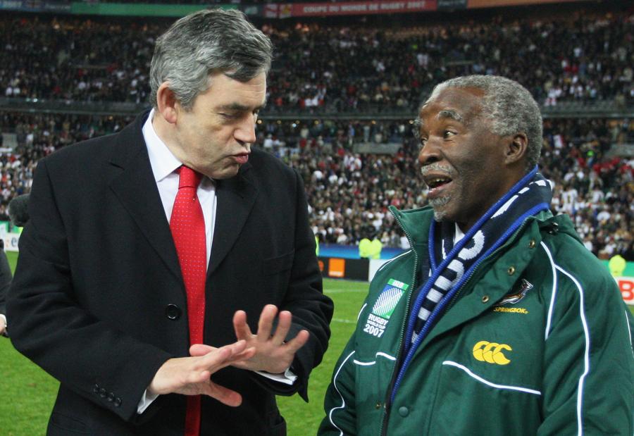 British Prime Minister Gordon Brown talks to South Africa President Thabo Mbeki