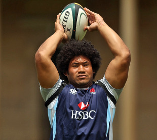 Waratahs hooker Tatafu Polota-Nau prepares a lineout throw at training, Victoria Barracks, Sydney, January 18, 2011
