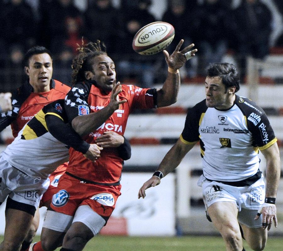 Toulon's Gabiriele Lovobalavu juggles with the ball