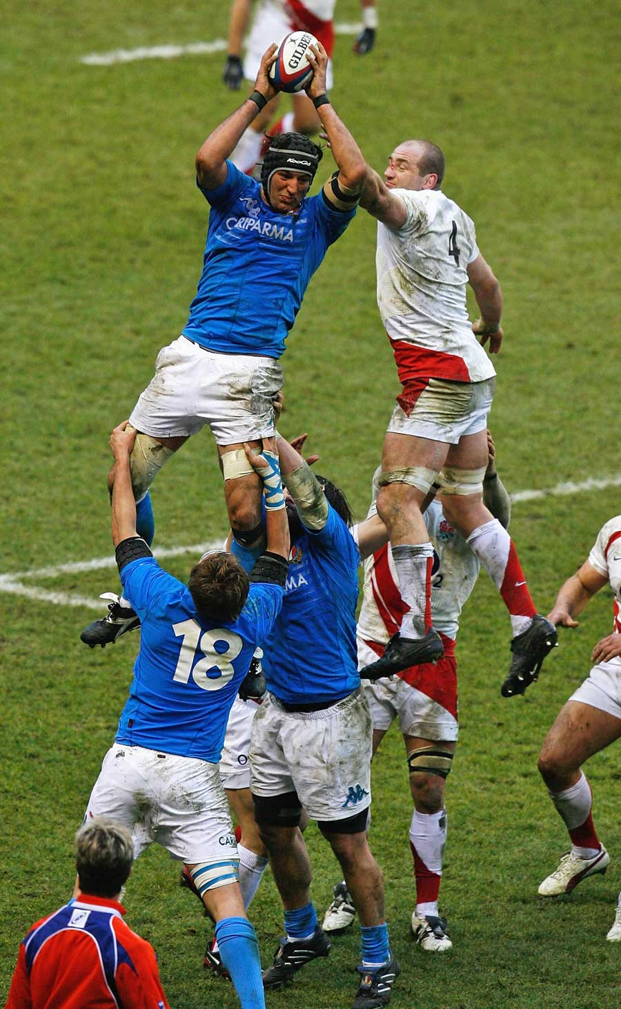 Italy's Santiago Dellape claims a lineout
