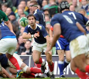 France scrum-half Morgan Parra whips the ball wide, Ireland v France, Six Nations, Aviva Stadium, Dublin, Ireland, February 13, 2011