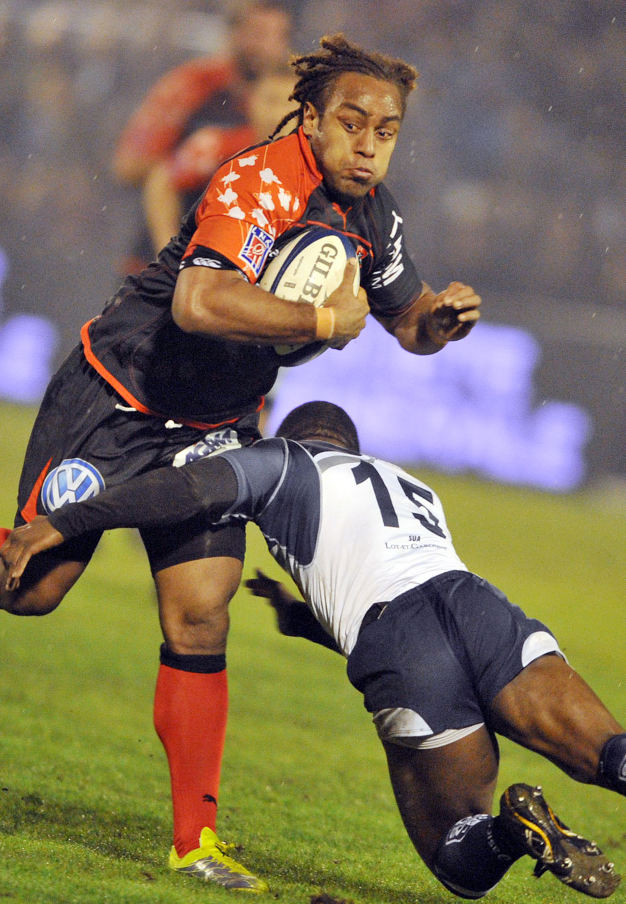 Toulon's Gabiriele Lovobalavu tries to evade a tackle