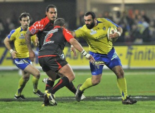Clermont's Davit Zirakashvili fends off Toulon's Jean-Philippe Genevois